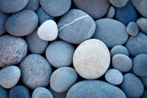 Hindernis-Parcours mit Steinen