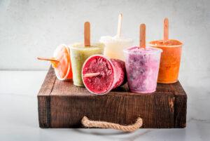 Selbst gemachtes Wassereis aus Früchten
