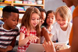 Literacy mit Bilderbüchern: Ein Erzählkreis